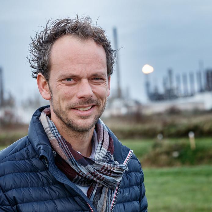Guus Govaart is voorzitter van de Burenraad Moerdijk, een overlegorgaan tussen bedrijven op het industrieterrein Moerdijk en bewoners van de gemeente.