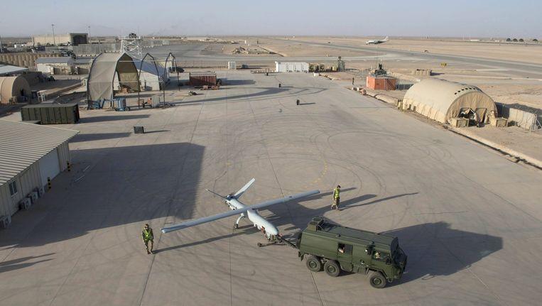 Een drone van het model 'Watchkeeper' op een Britse legerbasis in Afghanistan. De verwachting is dat westerse aanvallen op jihadisten vooral met (bewapende) drones zullen worden uitgevoerd. Beeld epa