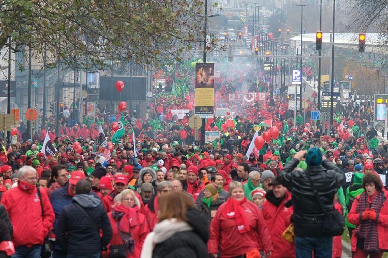 De christelijke en socialistische vakbonden organiseren vandaag een betoging tegen de pensioenplannen van de regering.