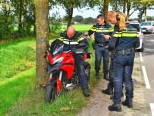 Motorrijder schiet van de weg in Eersel en mist maar net enkele bomen