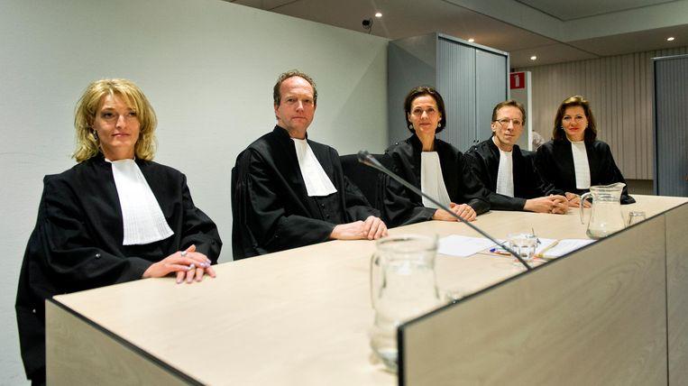 Betty Wind, hier links op beeld uit 2013, bij aanvang van de uitspraak in het liquidatieproces Passage. Beeld anp
