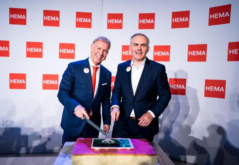 Ondernemer Marcel Boekhoorn en Tjeerd Jegen, CEO van Hema, tijdens de persconferentie over de overname van HEMA. Beeld