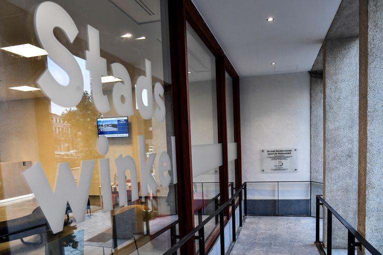 De entree van de Stadswinkel bestaat uit een grote glazen wand.