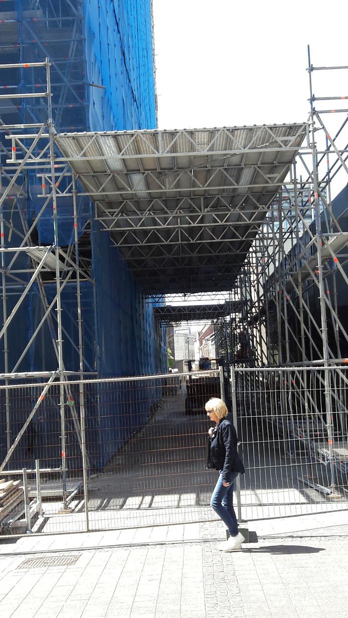 Doorkijkje door de passage in aanbouw, vanaf de Emmapassage richting Primark.