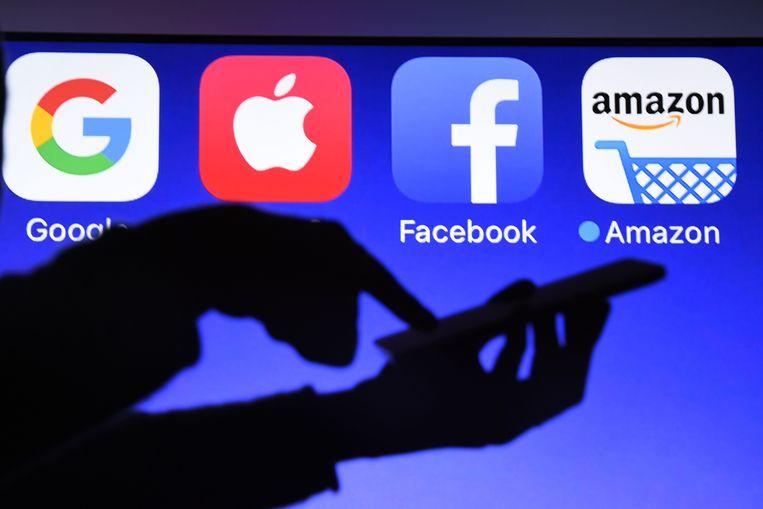 Het privacybeleid van een resem grote internetbedrijven, zoals Google, Facebook, Amazon en Apple, lijkt ruim een maand na de inwerkingtreding niet helemaal te beantwoorden aan de Europese privacyverordening.
