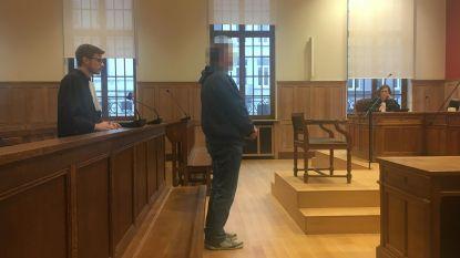 Twee jaar cel, waarvan acht maanden effectief, voor ex-leraar (52) die 11-jarig meisje betastte op Boekenbeurs