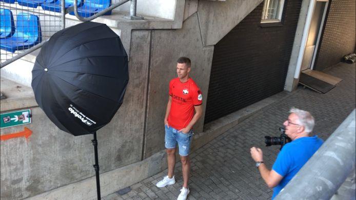 Robbin Ruiter werd donderdag gepresenteerd bij Willem II.