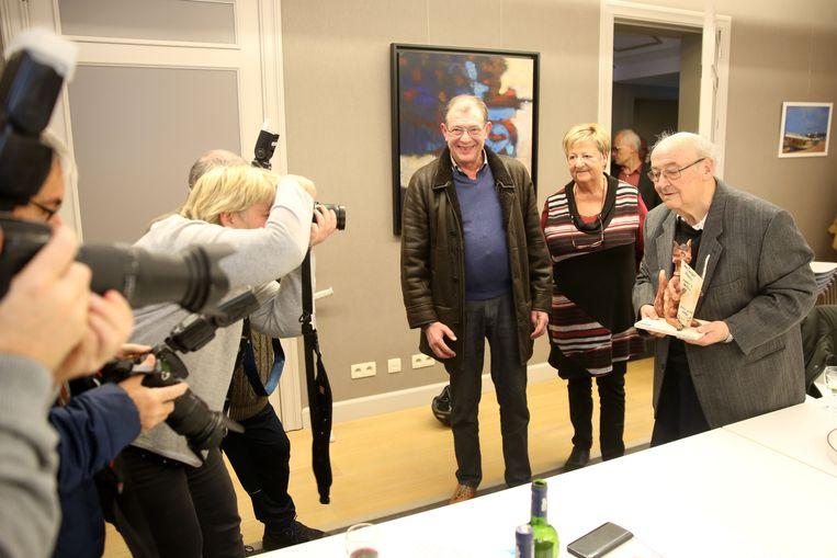 Felix Merckx was voor een keer diegene die voor de lens van de fotografen stond tijdens de uitreiking van de Jaak Deblander-prijs.