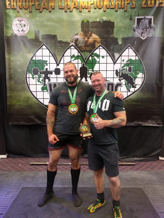 Powerlifters Mike Overkamp en Rinaldo Visser uit Arnhem zijn Europees kampioen.