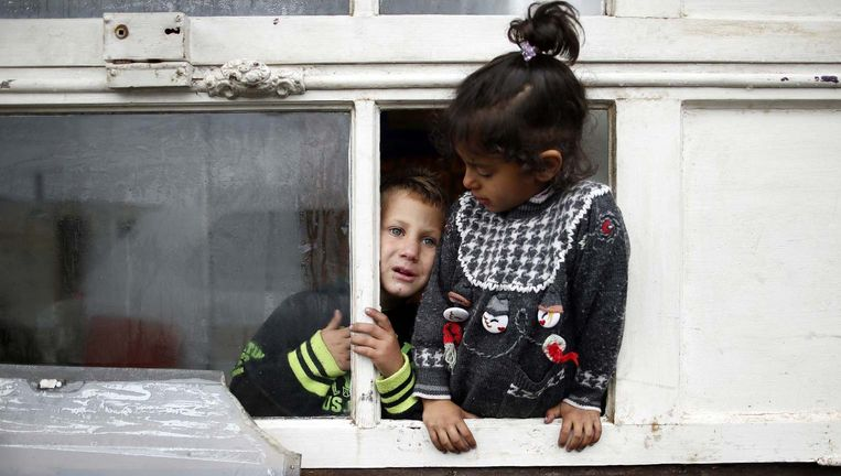 Romakinderen in een kamp nabij Parijs. (Archiefbeeld)