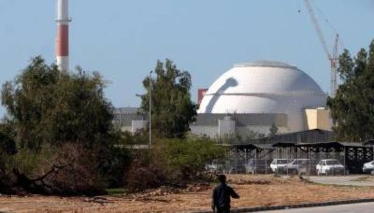De Iraanse kerncentrale Bushehr in aanbouw (archieffoto, februari 2006). Iran heeft nu bekendgemaakt dat het een nieuwe verrijkingsfabriek gaat bouwen en dat internationale controle niet gewenst wordt. (ANP) Beeld
