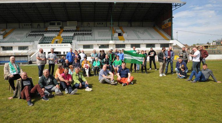 Het bestuur en enkele supporters hielden in hun eigen stadion een sit in.