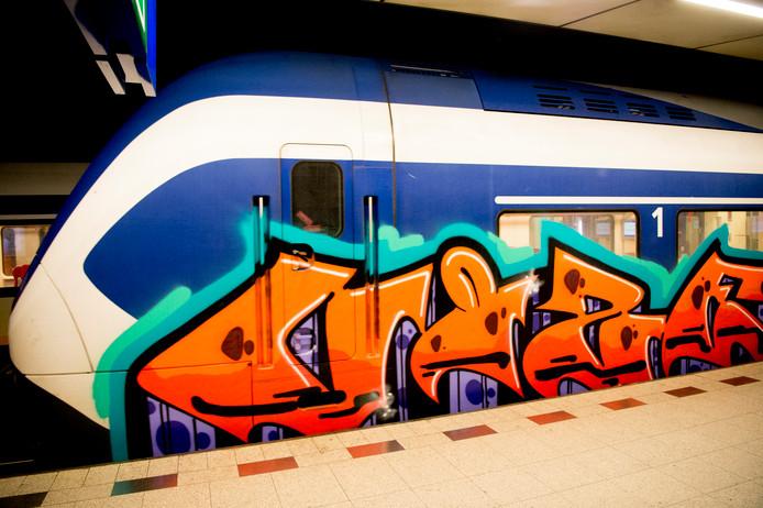 In de afgelopen vijf jaar moesten zeshonderd vandalen geld terugbetalen voor veroorzaakte schade, onder meer voor het bekladden van treinen met graffiti.