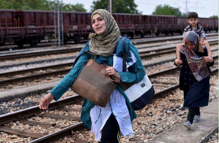 Migranten aan de Grieks-Macedonische grens op weg naar een beter bestaan in Europa.