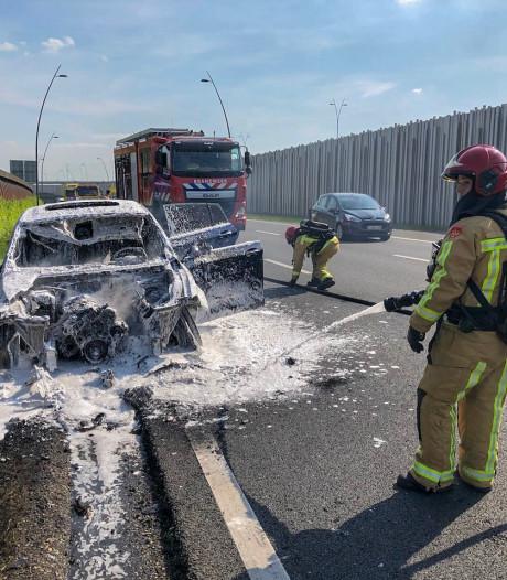 Auto in brand op N2 ter hoogte van Veldhoven