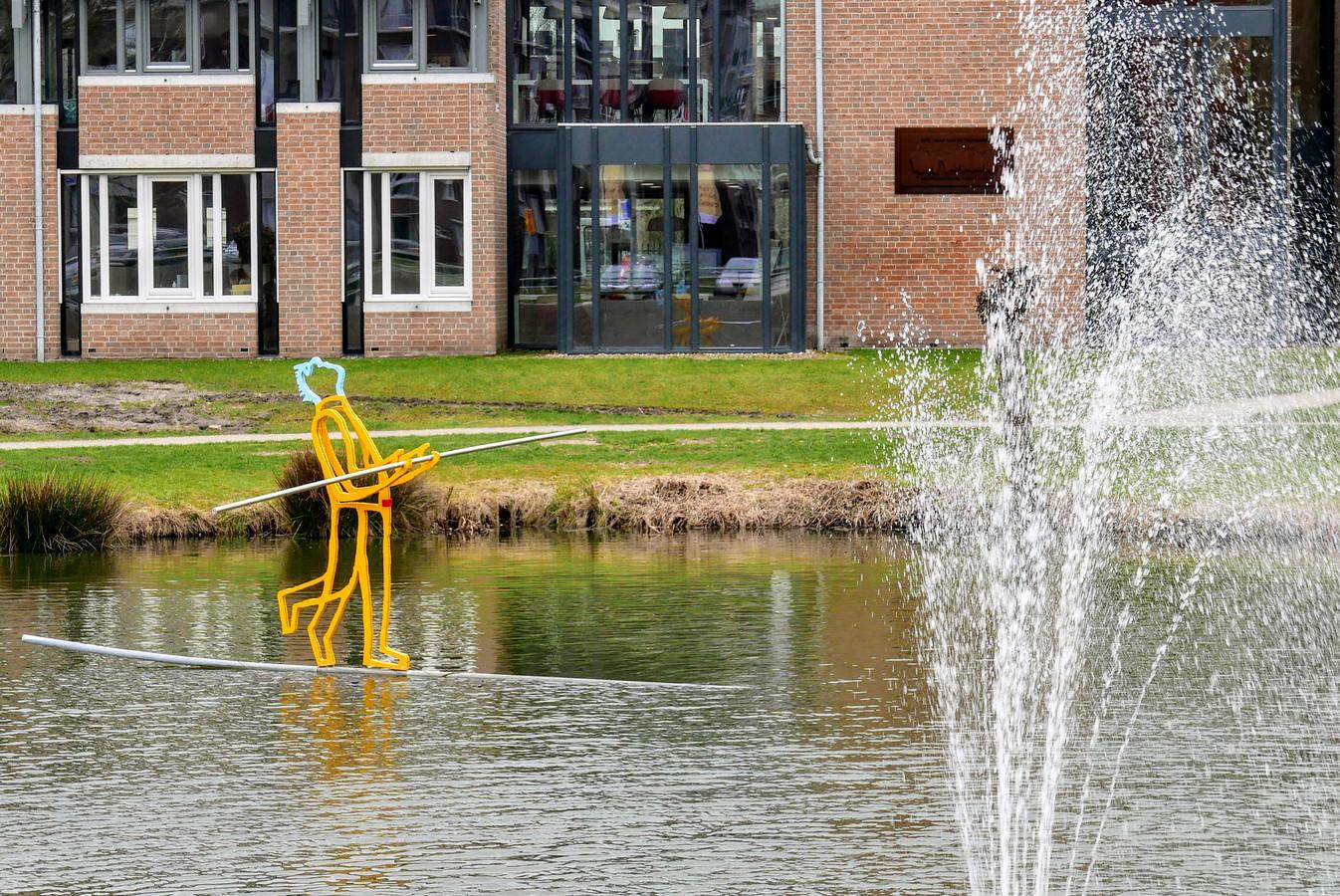 Kunst bij het gemeentehuis van Boxtel.