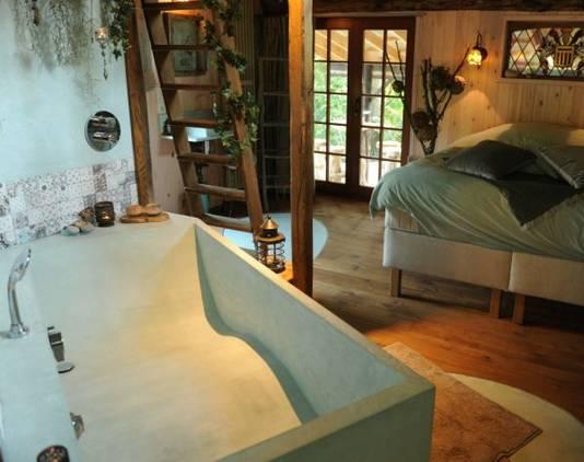 """La suite du """"Chalet de la Forêt"""" est la seule à bénéficier d'un sauna en extérieur."""