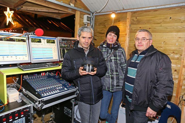 De medewerkers van Goeiedag Radio stonden met een live-studio op de kerstmarkt van Opwijk.