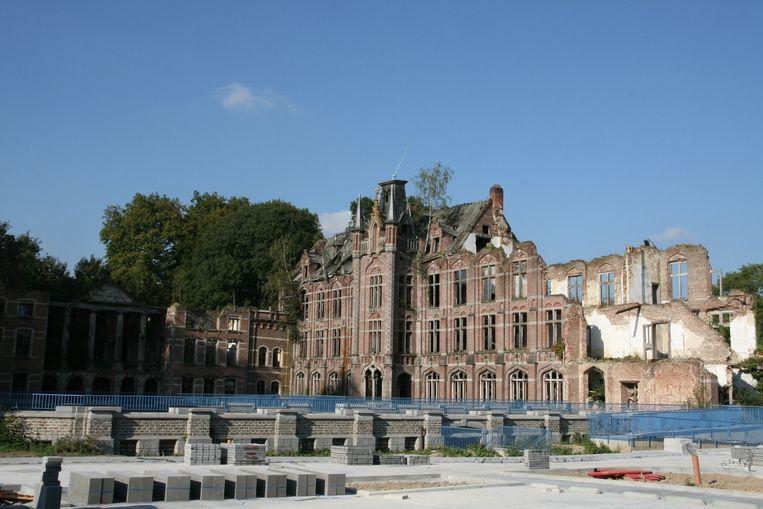 De resterende schoolvleugel rechts van het oude markizaat wordt dan toch gesloopt.