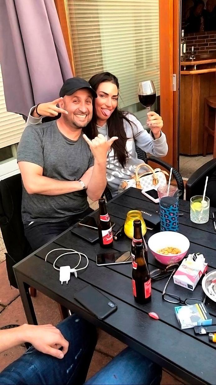 De vermoorde Paco had het goed naar zijn zin in Nederland en hield van gezelligheid, zegt John Heijnen. Hier staat de Colombiaan  op de foto met Angelina, een goede vriendin.