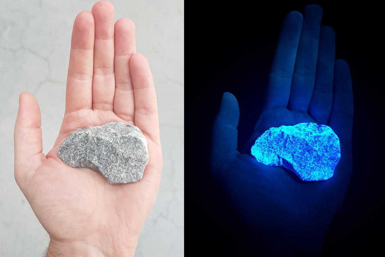 Een van de oplichtende stenen van  'Levenslicht'.