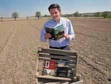 Bas Hooghwerff is landbouwer én schrijver: 's zomers op het land, in de winter achter de laptop