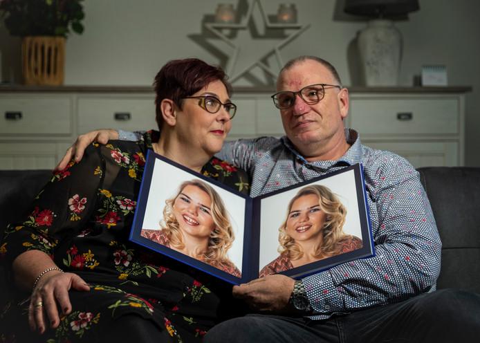 Voor Carla en Ruud van Tol maakt hun overleden dochter Nienke nog steeds deel uit van het gezin. Haar jas hangt nog altijd aan de kapstok.
