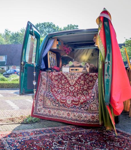 Enschedese dichter Bert de Haan maakt zijn laatste rit in een rijdend 'atelier'
