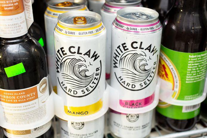 White Claw, een van de Amerikaanse hard seltzer-merken die ook in Nederland verkrijgbaar is.