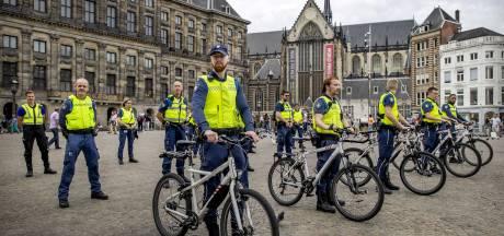 Maximaal 20 boa's in Amsterdam krijgen korte wapenstok in proef