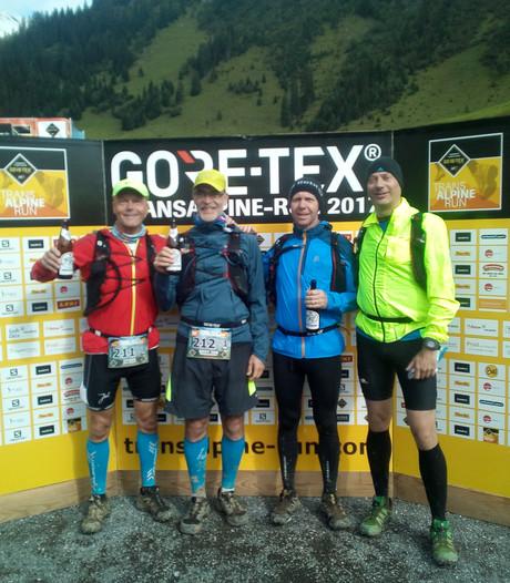 Hardlopend de Alpen over, deze vier Enschedeërs deden het 'gewoon'