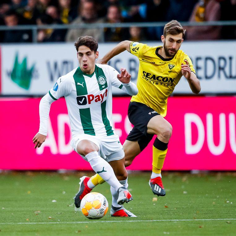 Barcelona-aanwinst Ludovit Reis (18 jaar) in actie tegen VVV. Beeld Joep Leenen