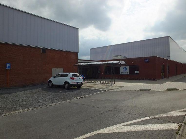 De sportzaal van Zulte waar een bitse - niet-sportieve - strijd aan de gang is.