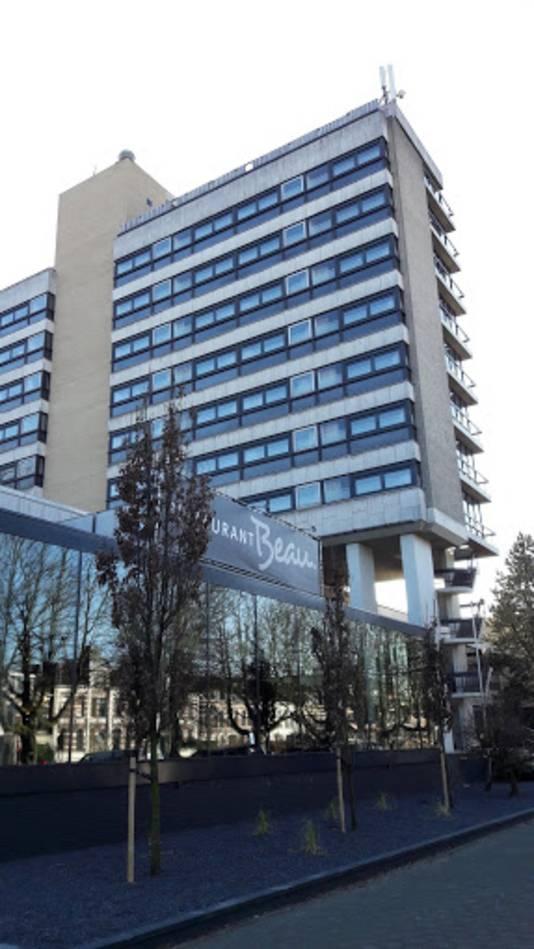 Hotel en congrescentrum WICC in Wageningen met op de voorgrond restaurant Beau