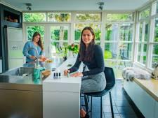 Tweelingzussen Eva en Iris zijn beste vriendinnen, maar kunnen ook flink ruzie maken