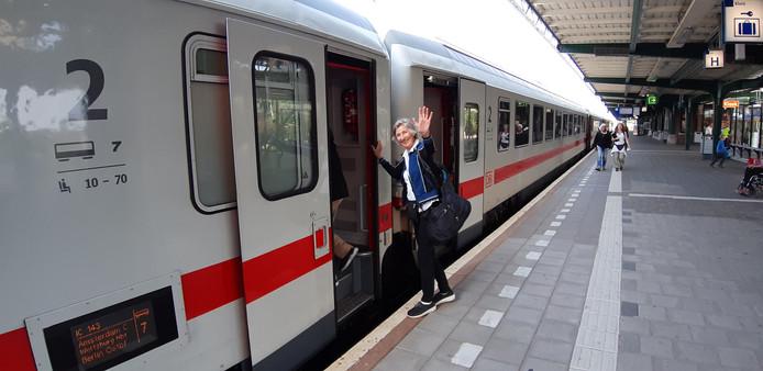 Anita Soede, een van de vele reizigers dit jaar die al de trein naar Berlijn namen vanuit Deventer of Apeldoorn. Volgens NS treinden nog nooit zoveel mensen naar de Duitse hoofdstad als de eerste helft van dit jaar. Vooral vanuit knooppunt-station Deventer blijkt de Berlijn-trein populair.