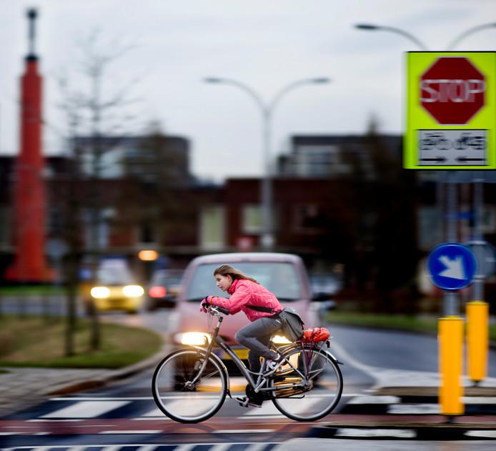 De oversteekplaats voor fietsers op de Zuidpoldersingel in Delfgauw staat bekend als zeer gevaarlijk.