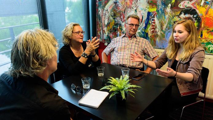 Nienke Gorter, Ben Groenendijk en Bernadette Keizer (vanaf links) met verslaggever Marco Willemse.