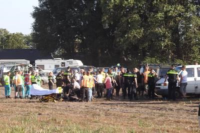 auto-rijdt-publiek-in-bij-autocross-leende-vier-gewonden