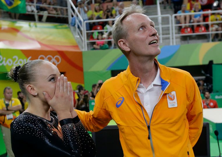 Turncoach Vincent Wevers (rechts) met zijn dochter Sanne op de Olympische Spelen in Rio de Janeiro in 2016. Beeld AP