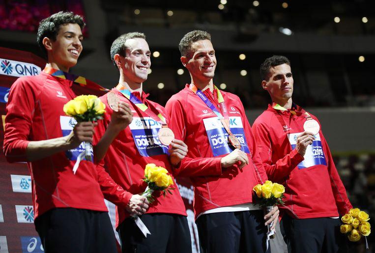 Van l naar r: Sacoor, Vanderbemden, Dylan en Kevin Borlée met het brons.