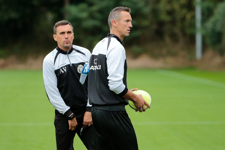 Tussen assistent-coach Arnar Vidarsson (links) en Erwin Lemmens boterde het al een tijd niet meer.