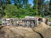 Hulpdiensten rukken uit voor gekantelde vrachtwagen in Eindhoven