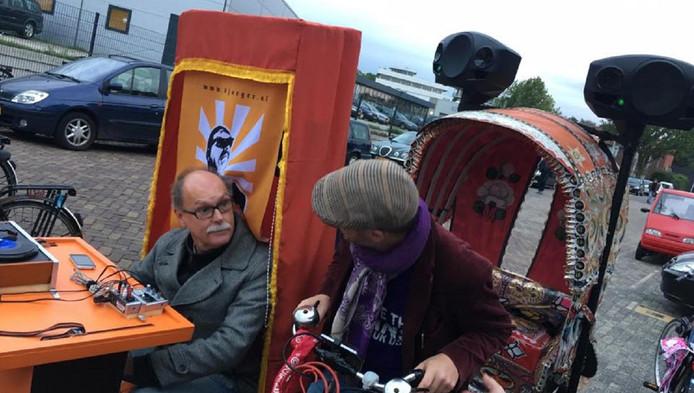 Cultuurpaus Ron Jagers (links) met Lubbertus Brugge, mededemonstrant op dinsdagavond.