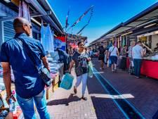 Boevenspotter jaagt op zakkenrollers op de Haagse Markt