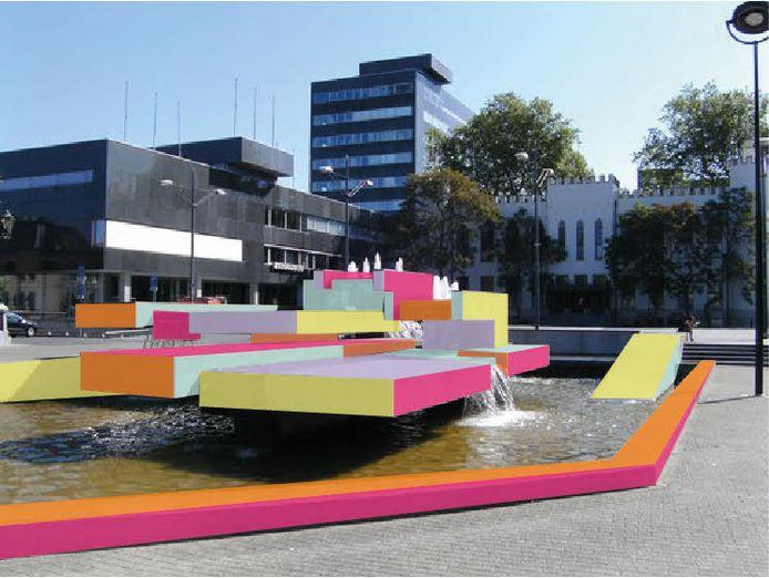 De fontein van Beljon in de nieuwe kleuren.