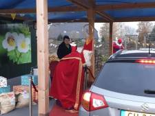 Aardbeien-drive in in Uden is even Sinterklaas-drive in voor Bernhoven-kids