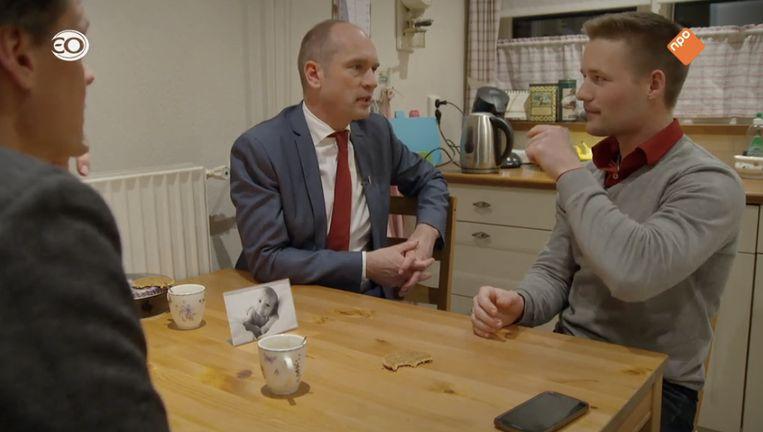 CU-leider Gert-Jan Segers op de koffie in Bunschoten-Spakenburg, in EO's 'Bolwerk'. Beeld NPO