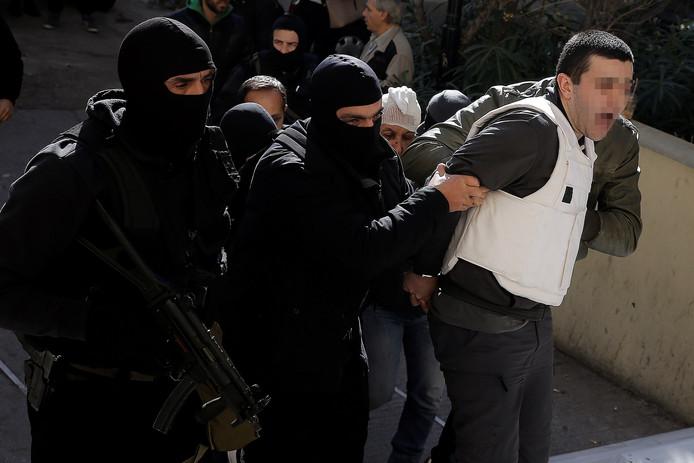 Anil S. wordt gearresteerd in Athene in november.