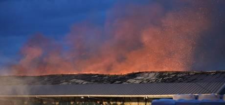 Zeer grote brand bij houtbedrijf Klein Kromhof in Daarlerveen